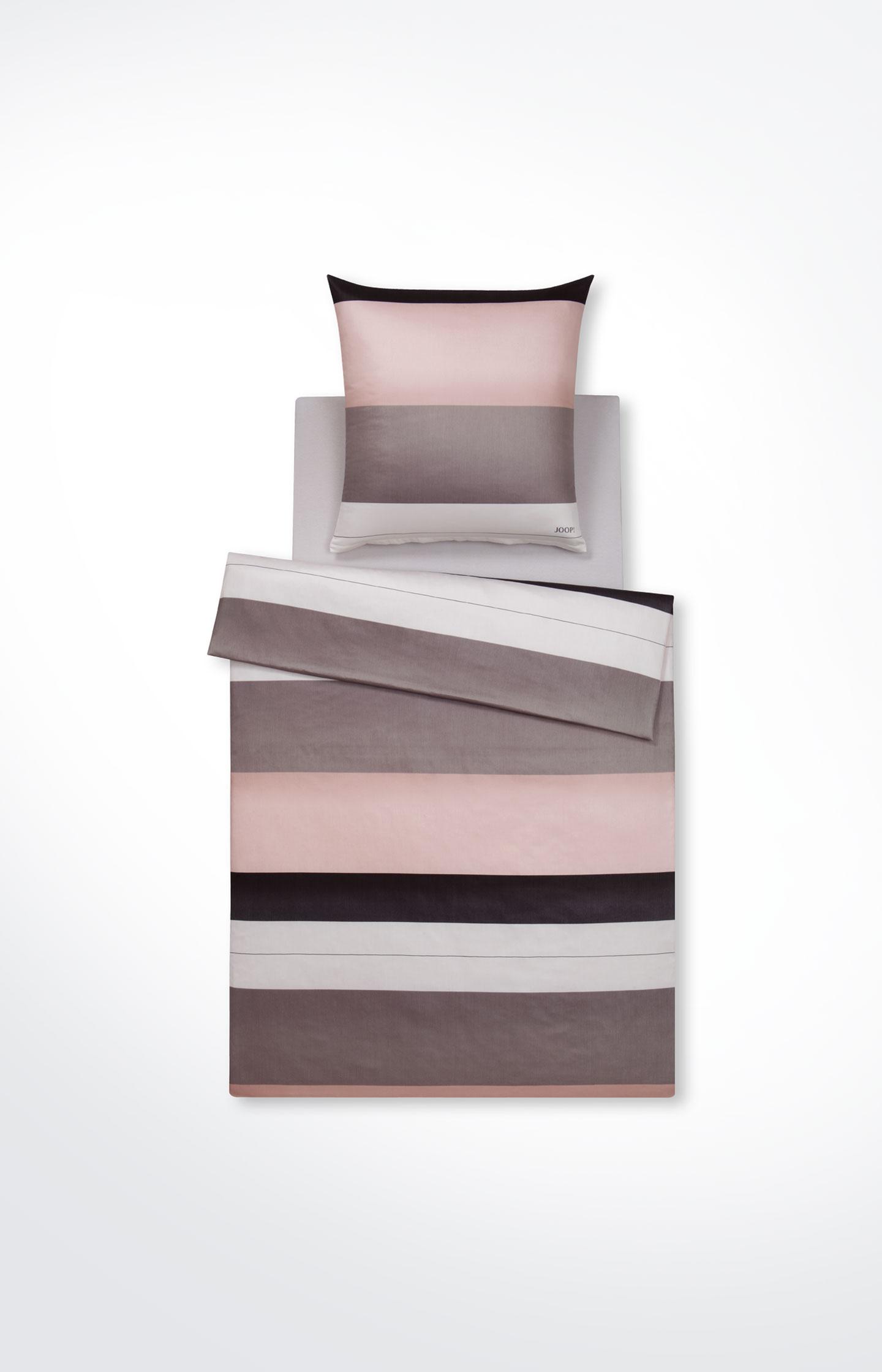 """Artikel klicken und genauer betrachten! - Für frische Akzente im Schlafbereich: Die Bettwäsche """"Purity"""" inszeniert ein modernes Farbkonzept und bewährte JOOP!-Qualität zum perfekten Ambiente für ausgeruhten Schlaf. Der hochwertige Mako-Satin aus reiner Baumwolle begeistert durch edel schimmerndes Silk-Finish und damit ein besonders luxuriöses Hautgefühl. Stilvoll-frisches Design in vollendeter Qualität - Ihr JOOP!-Gefühl pur!   im Online Shop kaufen"""