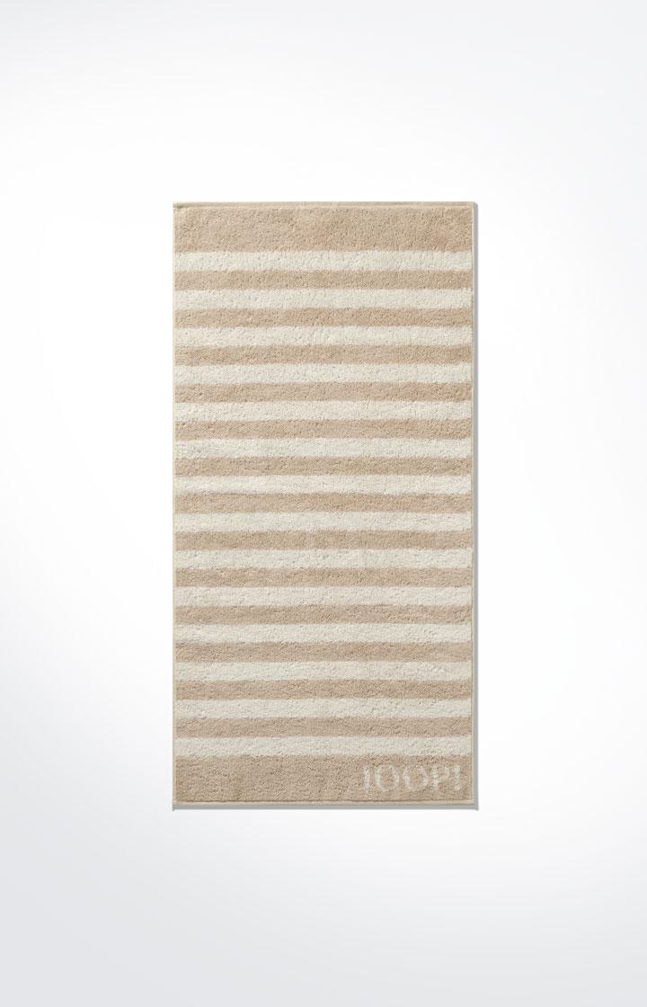 Artikel klicken und genauer betrachten! - Die exklusiven Handtücher der JOOP!-Frottier-Serie Classic Stripes garantieren Entspannung und Wohlbefinden. Weicher Frottier und angesagtes Streifen-Design in Sand verleihen Ihrem Bad ein edles Ambiente. Die Serie Classic Stripes lässt sich perfekt mit weiteren klassischen Handtuchserien von JOOP! kombinieren. | im Online Shop kaufen