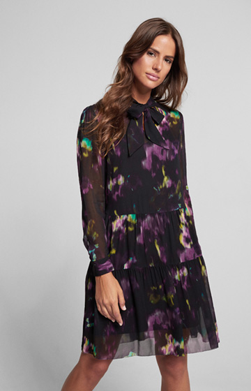 Kleid Dala mit Flower-Print in Schwarz/Purple