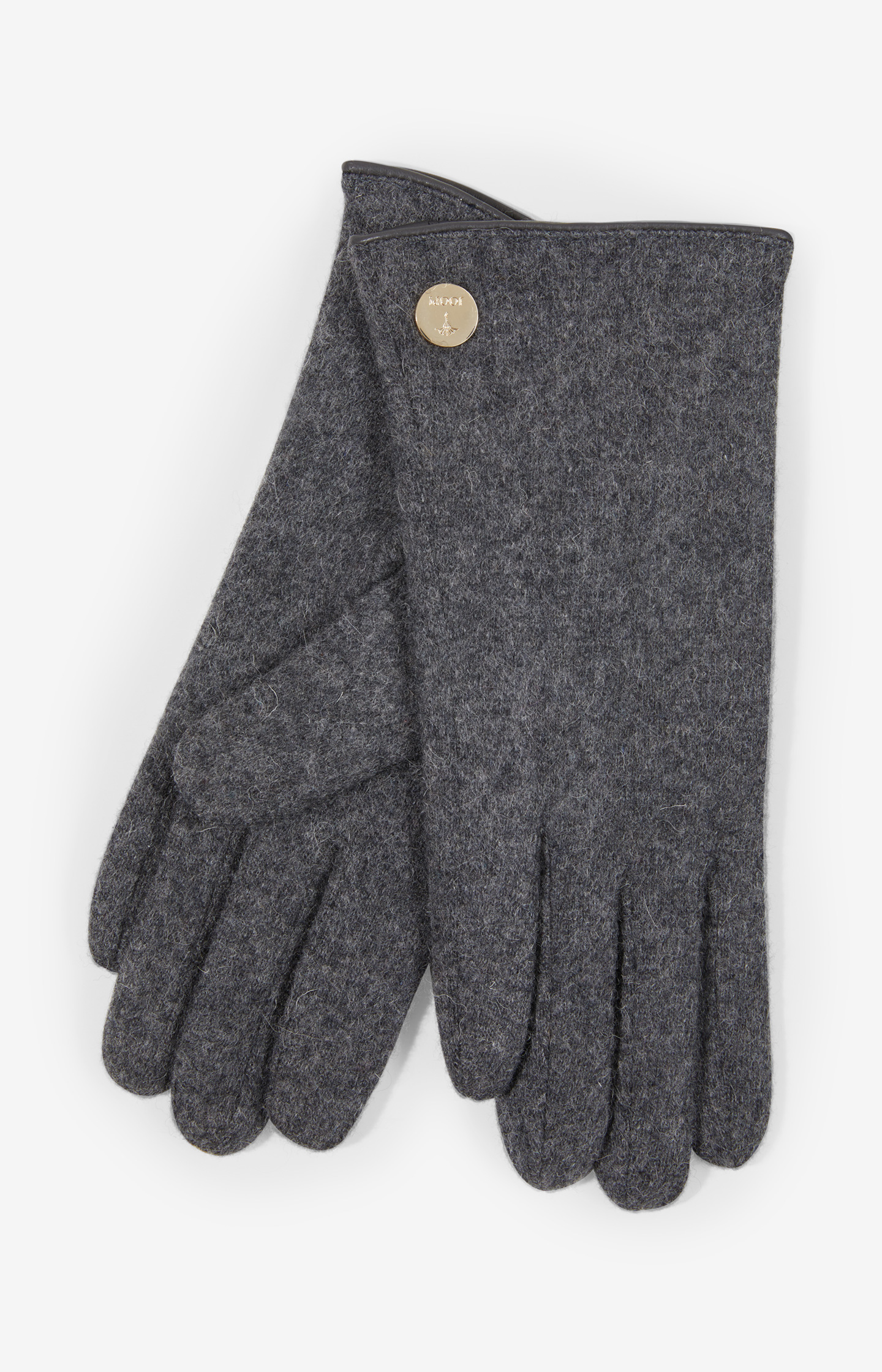 Artikel klicken und genauer betrachten! - Die grauen Damen-Handschuhe von JOOP! vereinen eine hochwertige, fein gefilzte Qualität aus reiner Schurwolle und ein feminines, stilvolles Design. Eine goldfarbene, runde Logo-Plakette kontrastiert den puristischen Look des edlen Accessoires, während die dezent glänzende, umlaufende Lederpaspel an der Öffnung einen schönen Kontrast schafft.   im Online Shop kaufen